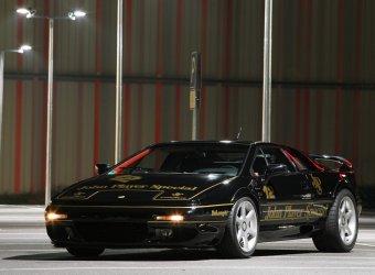 Немцы из Cam-Shaft вдохнули вторую жизнь в купе Lotus Esprit V8
