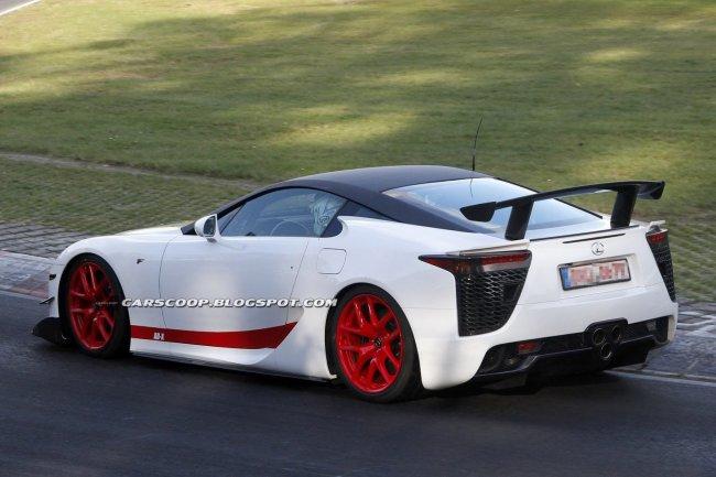 Lexus тестирует очередной специальный прототип суперкара LF-A